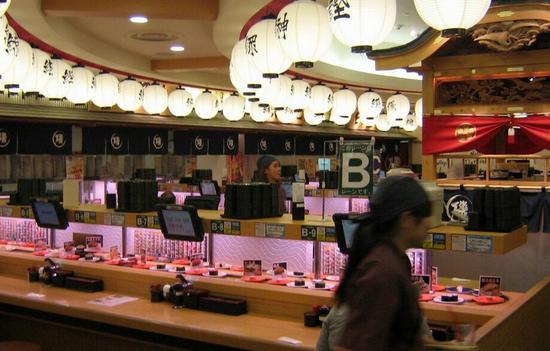 Ленточный суши-бар в Японии