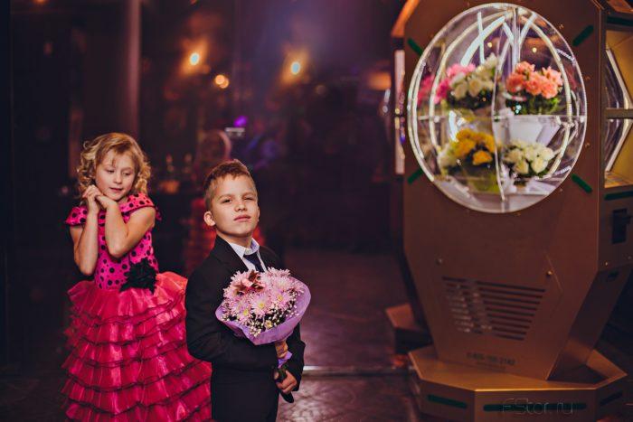 flower sell automate 1 lightbox e1493712177190 - Бизнес идея - автомат по продаже живых цветов