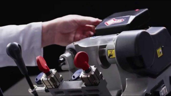 maxresdefault 2 e1494509098930 - Бизнес идея - открытие мастерской по изготовлению ключей