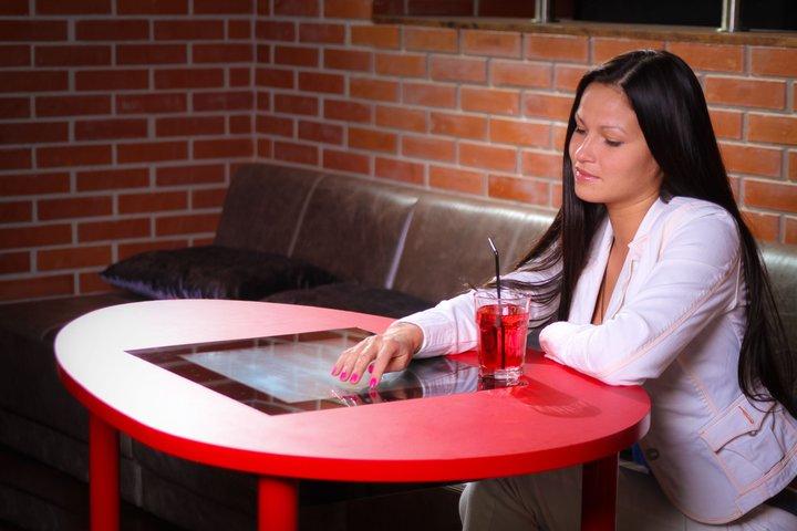 stol dlya kafe 2 - Бизнес на создании интерактивного кафе (мультимедиа центра)