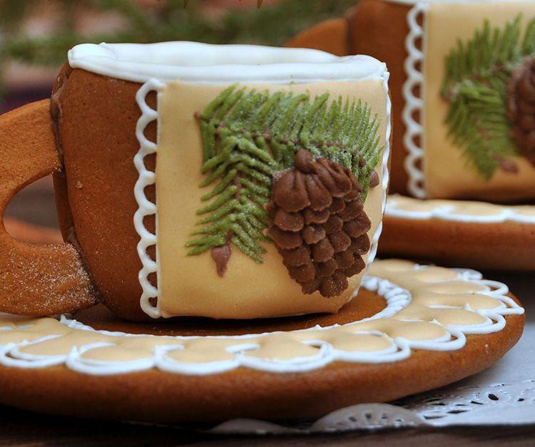 чашки из карамели и шоколада